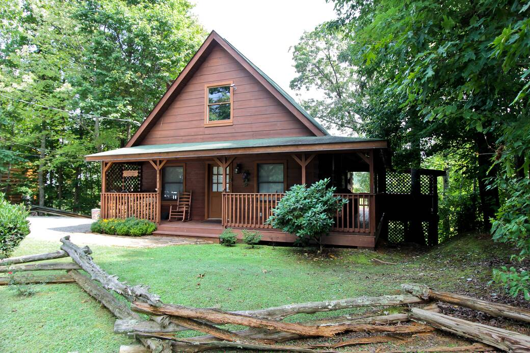 country charm 3 bedroom cabin rental in sevierville tn