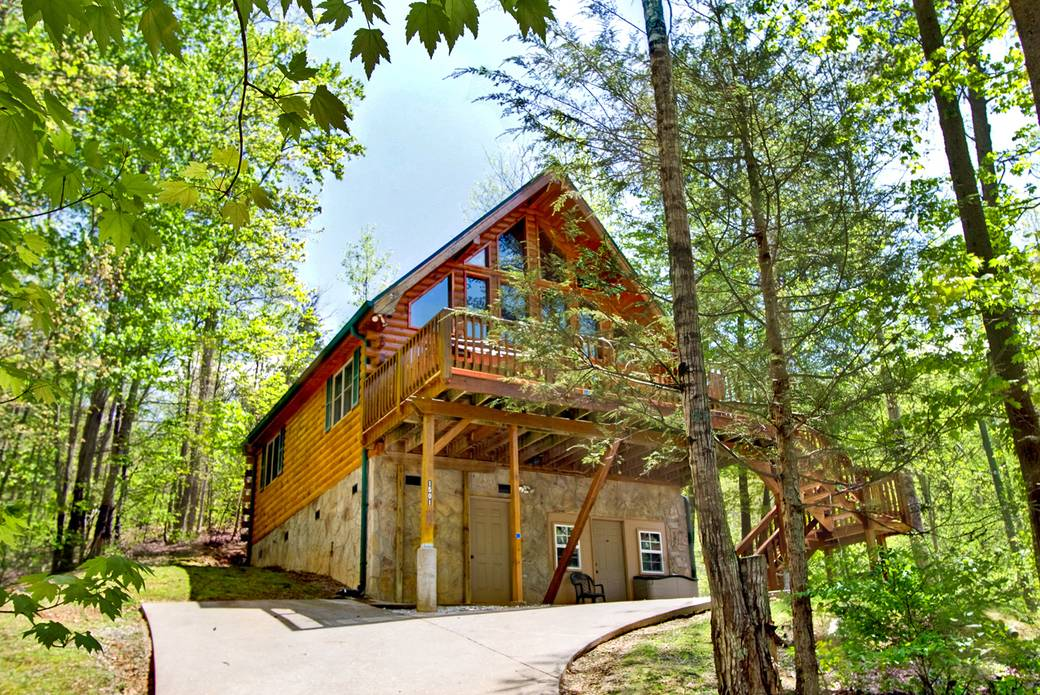 EXTERIOR (SUMMER) at MOUNTAIN TREASURE in Sevier County TN