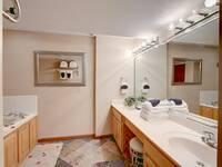 BATHROOM 2 at SMOKEY MTN PARADISE in Gatlinburg TN