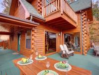 OUTDOOR DINING / PICNIC TABLE at SUITE ALTITUDE in Sevier County TN