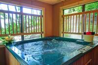 HOT TUB at XAPPLEKNOCKER in Sevier County TN