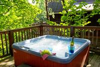 HOT TUB at MOUNTAIN MISCHIEF in Sevier County TN
