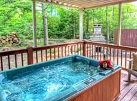 HOT TUB at MOUNTAIN HOPE in Pigeon Forge TN