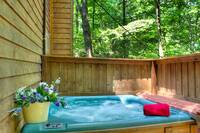 HOT TUB at XDANCES WITH BEARS in Sevier County TN