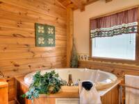 JACUZZI (MASTER BEDROOM) at GRINNIN BEARS in Pigeon Forge TN
