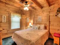 BEDROOM 3 (MAIN LEVEL) at GRINNIN BEARS in Pigeon Forge TN