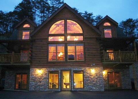 BEARS DEN LODGE 5 Bedroom Cabin Rental