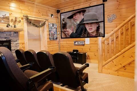 BLACK BEAR RIDGE 5 Bedroom Cabin Rental