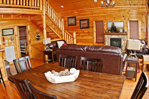 A VIEW IS FOREVER 2 Bedroom Cabin Rental