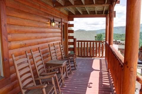 BEAR-RIFFIC VIEW  Cabin Rental