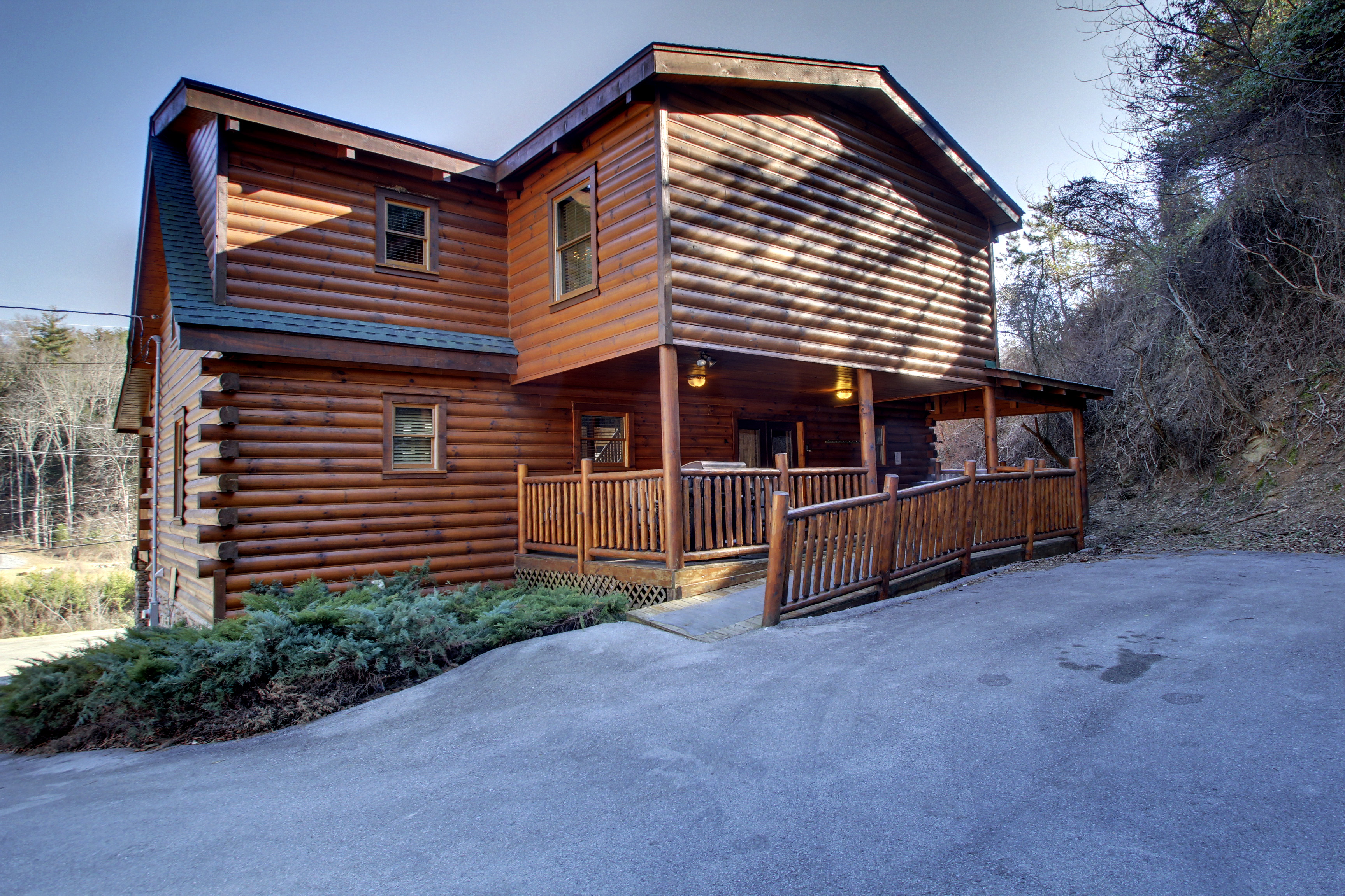 5Bedroom Sleeps Bears Den Lodge by Cabin Rentals