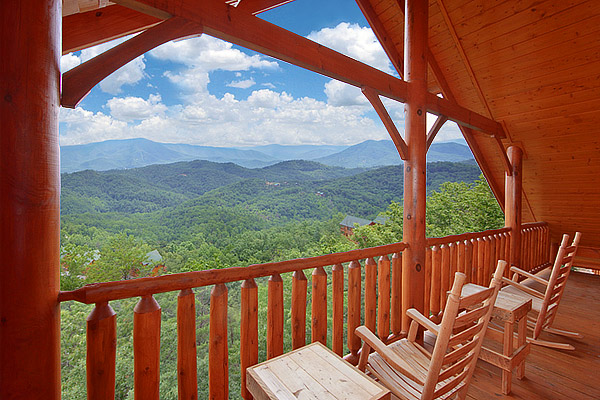 HEAVENLY HEIGHTS RETREAT 8 Bedroom Cabin Rental. Find a Large Cabin Rental in Gatlinburg   Pigeon Forge  TN