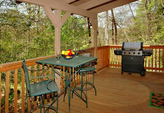 Gatlinbrug Cabin Rentals_Sleepy Bear_covered porch with hot tub