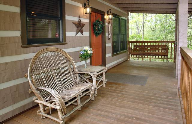 Gatlinburg Cabin Rentals_Sleepy Bear_covered porch with swing