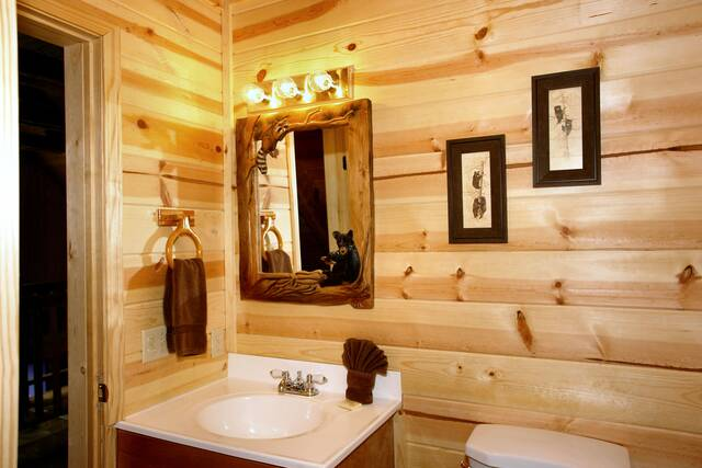 Gatlinburg Cabin Rentals_Sleepy Bear_full bath