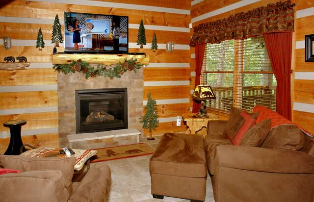 Gatlinburg Cabin Rentals_Sleepy Bear_gas fireplace