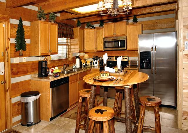 Gatlinburg Cabin Rentals_Sleepy Bear_kitchen