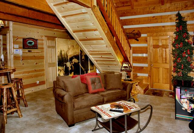 Gatlinburg Cabin Rentals_Sleepy Bear_living room