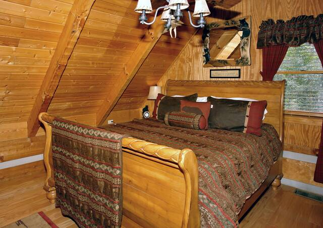 Gatlinburg Cabin Rentals_Sleepy Bear_open loft king bedroom