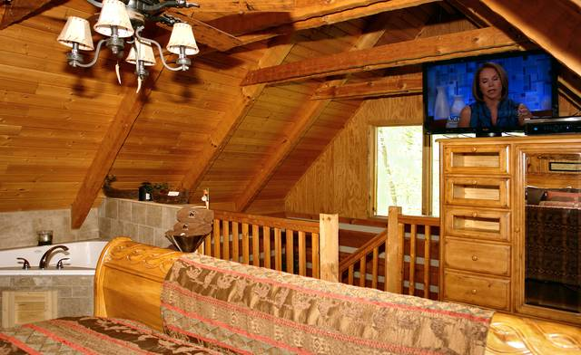 Gatlinburg Cabin Rentals_Sleepy Bear_tv