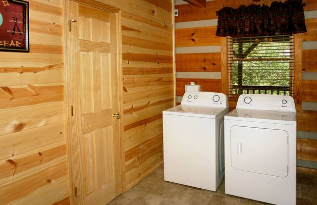 Gatlinburg Cabin Rentals_Sleepy Bear_washer dryer