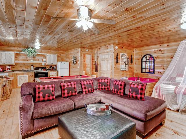 Hanky Panky Pigeon Forge Cabin Rental