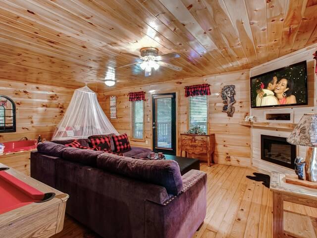 Hanky Panky Romantic Cabin