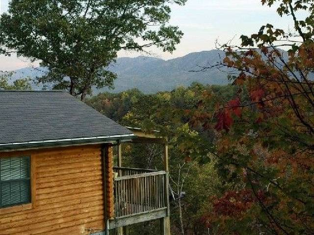 Cuddler's View log cabin