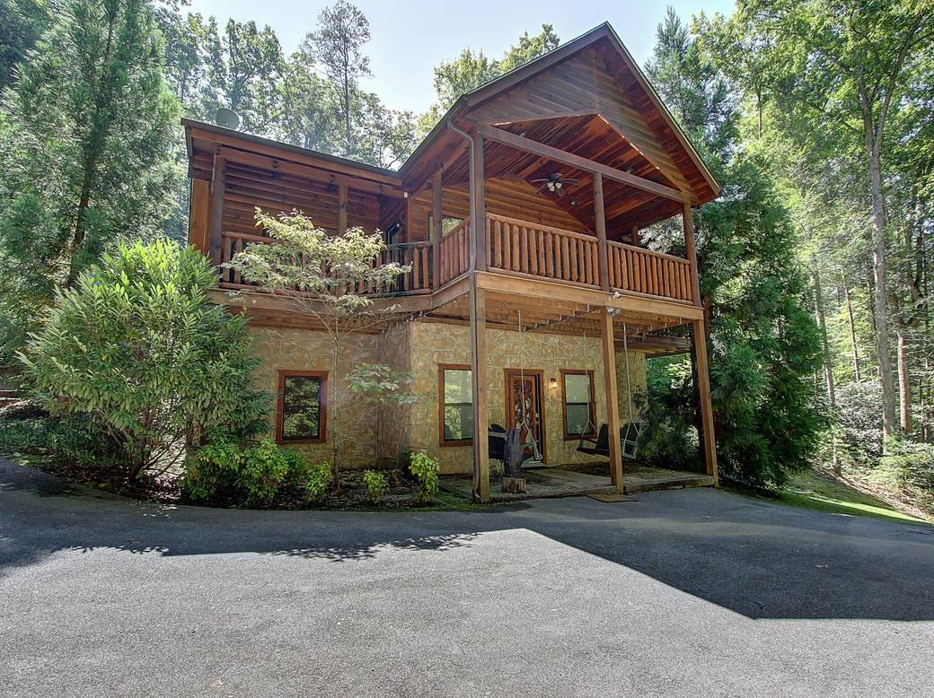EXTERIOR at AMAZING MTN HIDEAWAY in Sevier County TN