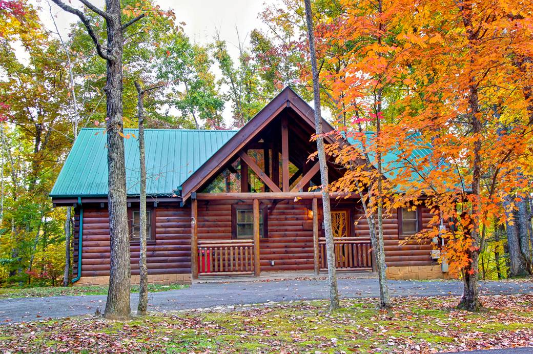 whispering winds 2 bedroom cabin rental in sevierville tn