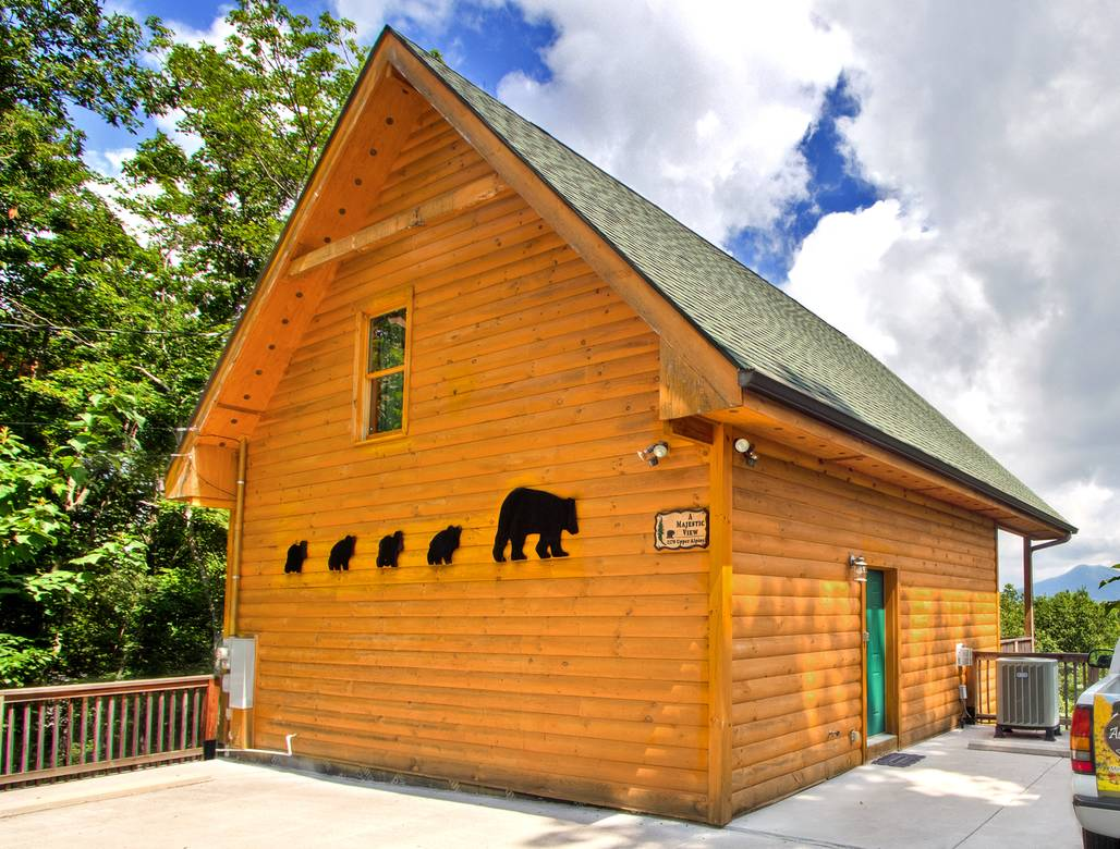 living cabin cabins rentals the property sky room sevierville with rental bear harbor gatlinburg picture private footin smokies tn in