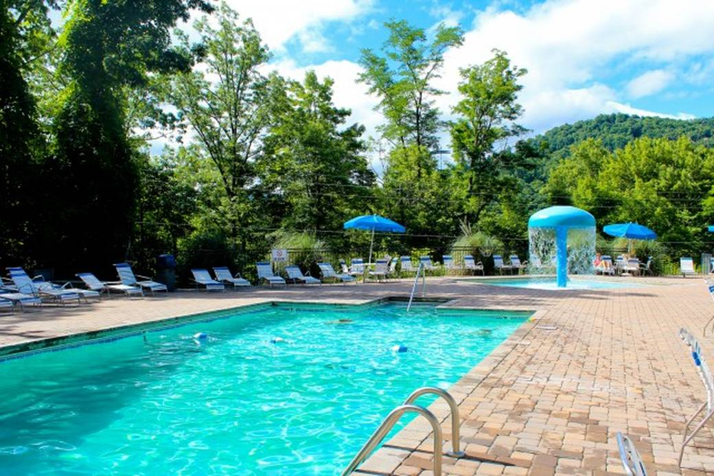 Majestic view 1 bedroom gatlinburg cabin rental - Cottages to rent with swimming pool ...