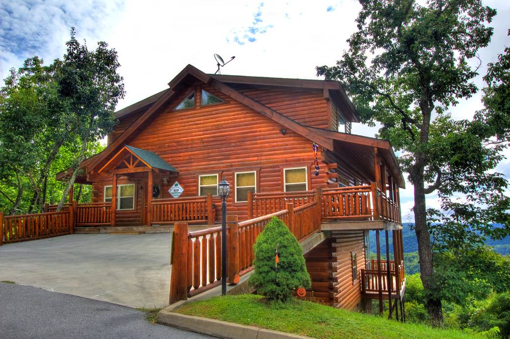 Majestic escape 3 bedroom cabin rental in sevierville tn for Large cabin rentals in tennessee