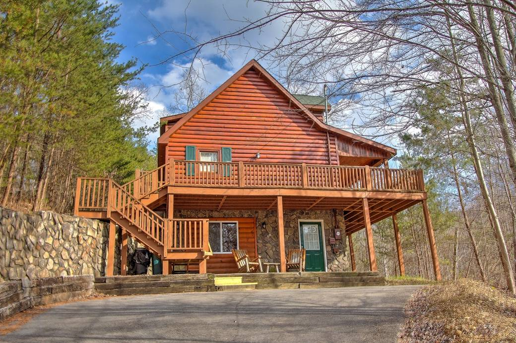 elk mountain cabins large pool es in tn toward group gatlinburg view bedroom bar mansion