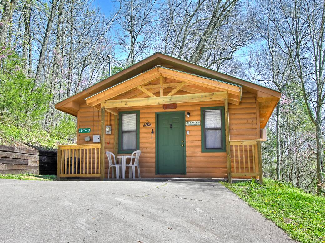Gospel getaway 1 bedroom cabin rental in pigeon forge for 1 room homes