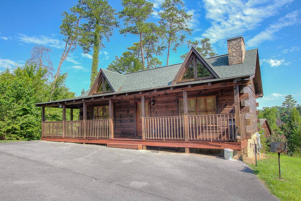 EXTERIOR at A HIBERNATION STATION in Pigeon Forge TN