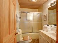 BATHROOM 1 at SMOKEY MTN PARADISE in Gatlinburg TN