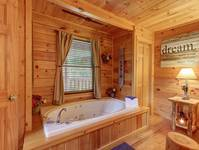 KING SUITE 1 JACUZZI (MAIN LEVEL)