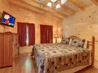 BEDROOM 2 (MAIN LEVEL / QUEEN BED W/ TWIN BUNK)