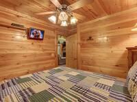 BEDROOM 2 (MAIN LEVEL / QUEEN BED)