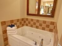 JACUZZI TUB at X2nd to NONE in Pigeon Forge TN