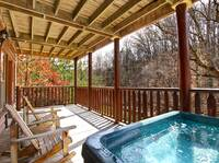 HOT TUB at MOUNTAIN PAS in Pigeon Forge TN