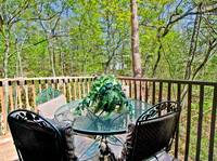 OUTDOOR DINING at THE TREEHOUSE LODGE in Pigeon Forge TN