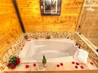 JACUZZI TUB at MOUNTAIN HOPE in Pigeon Forge TN