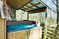 HOT TUB at XXELK HORN LODGE in Gatlinburg TN
