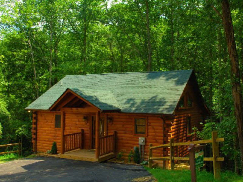 2 bedroom cabins bear camp cabin rentals for Gatlinburg cabins with fishing access