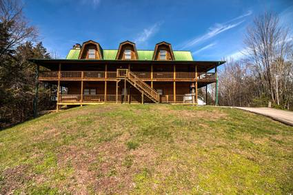 Smoky Bear Lodge with Guest House