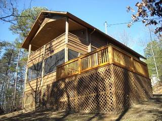 TreeHouse Hideaway 2 Bedroom Cabin Rental