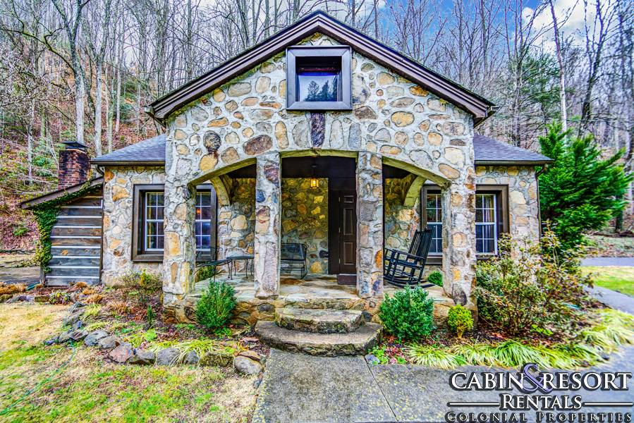 Gatlinburg cabins stonehouse for Large cabin rentals in tennessee
