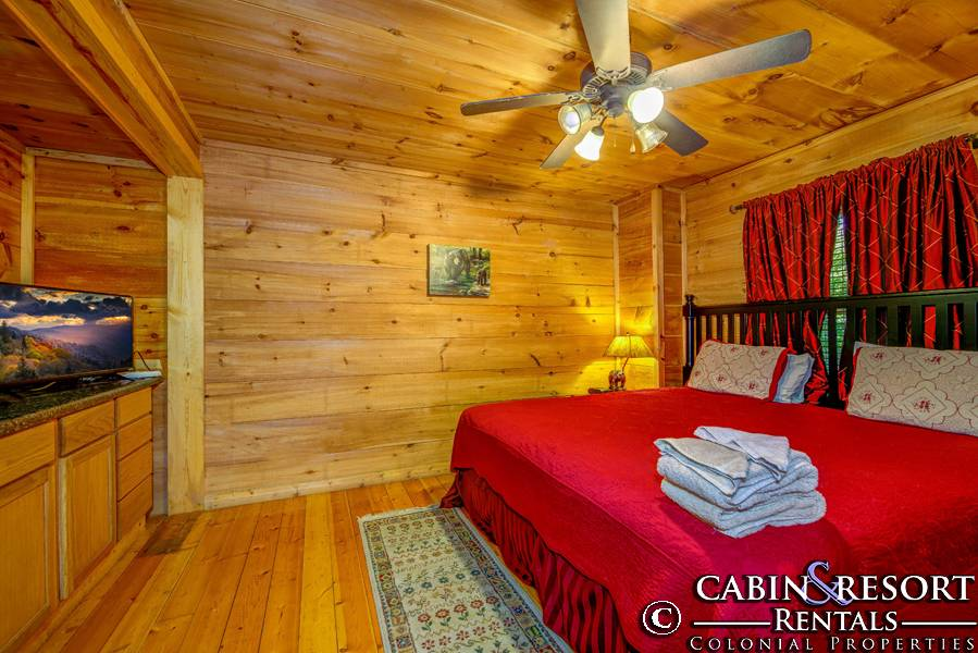Gatlinburg Cabins Happy Hiker